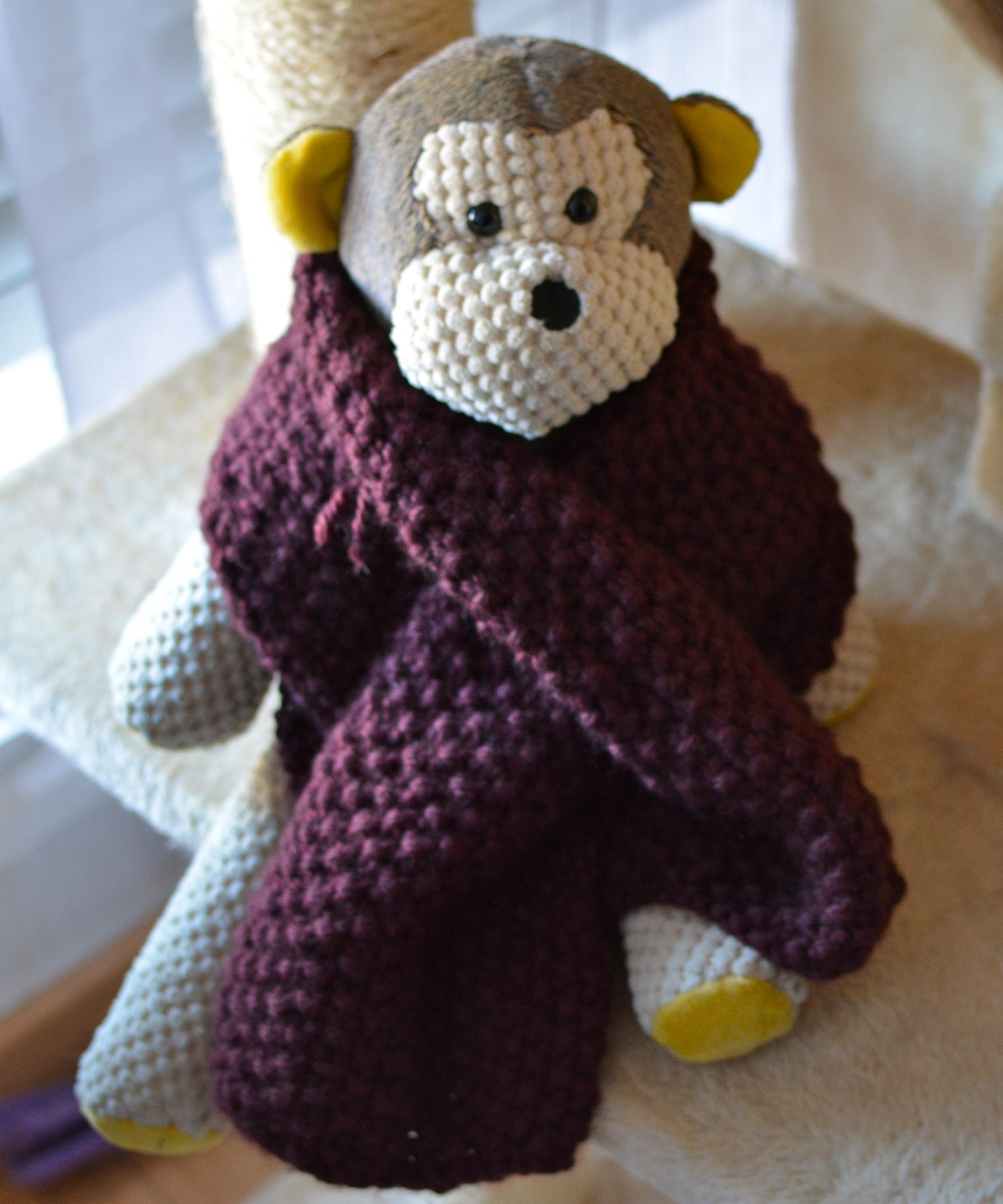 e9f189dbc2ab C est en tombant sur une écharpe de mon compagnon avec une fente que j ai  eu envie de m en tricoter une. Après quelques recherches, j ai trouvé un ...