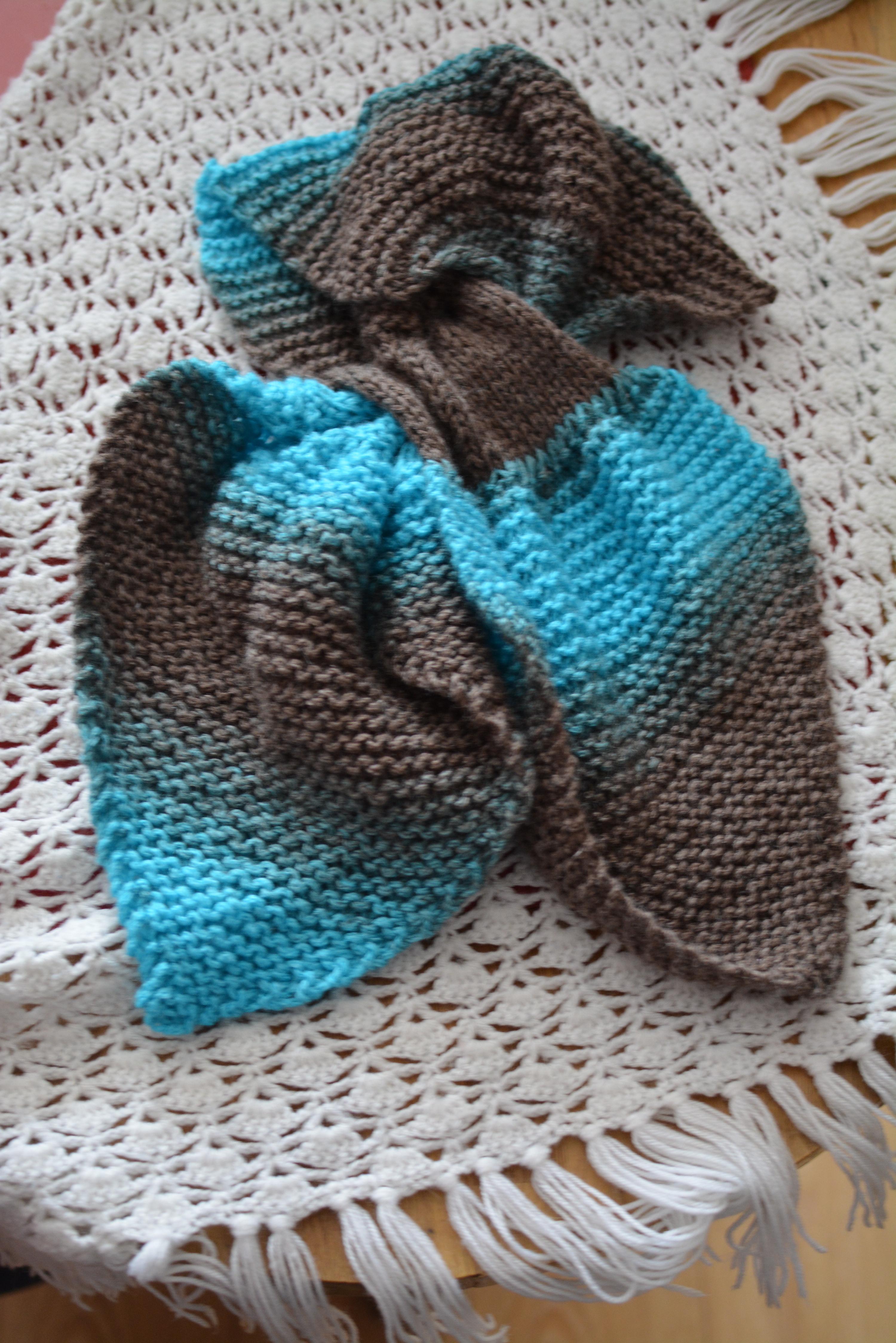 A la recherche d un nouveau projet tricot accessible à mon petit niveau et  qui se termine rapidement, j ai jeté mon dévolu sur la fameuse écharpe  feuille. 3a736be599e
